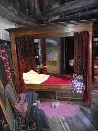 Gryffindor Bedroom Ideas 3