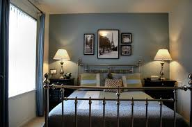 Blue accent wall in bedroom : How to Paint Dark Blue Accent Wall