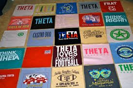 How to Make a Tshirt Quilt: 19 DIY Tutorials | Guide Patterns & How to Make a Tshirt Quilt Adamdwight.com