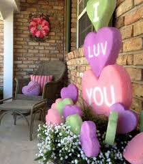 valentine wreaths for your front door20 Romantic Outdoor Valentine Decorations  Home Design And Interior