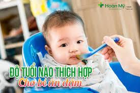 Độ tuổi nào thích hợp cho bé ăn dặm? | Bệnh viện Quốc Tế Vinh