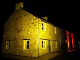 professional outdoor architectural lighting hire