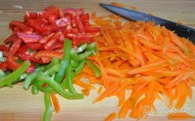 перец и морковь нарезаны