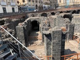 Catania, si scava per scoprire i tesori nascosti nell'Anfiteatro romano -  la Repubblica