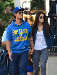 Taylor lautner girlfriend 2020