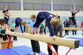 Ein turngerät in form eines schmalen langen balkens auf einem gestell pons. Tus Glarum Artikel Lehrgang Akrobatische Elemente Schwebebalken