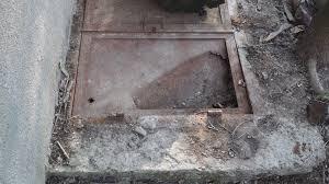 Image result for un copil a murit în fosa septică a unei școli poze