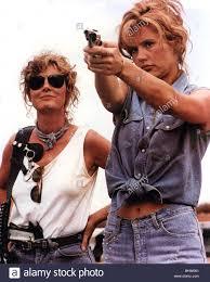 THELMA AND LOUISE - 1991 UIP Film mit Geena Davis und Susan Sarandon auf  der linken Seite Stockfotografie - Alamy