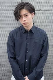 個性的でカッコいい菅田将暉さん風の髪型七三耳かけパーマ表参道