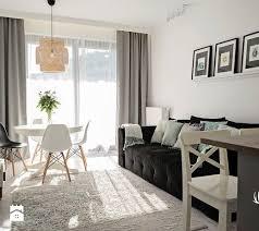 inwestycja na wilanowie mały salon z jadalnią styl skandynawski zdjęcie od kruba design