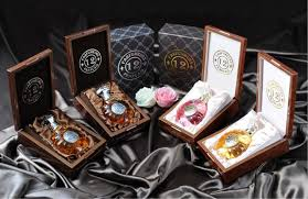 <b>12 Parfumeurs français</b> — Luxury House