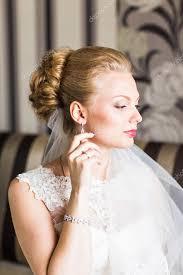 Krásná Nevěsta S Módní Svatební účes Detailní Portrét Mladého