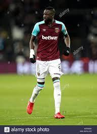 Cheikhou Kouyate, West Ham United Stock Photo - Alamy
