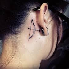 Galerie 40 Cool Nápadů Na Tetování Za Ucho Ellecz