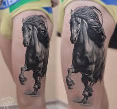 татуировка на бедре у парня конь фото рисунки эскизы