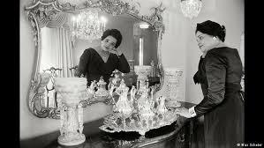 Доклад Разрыв между богатыми и бедными становится все больше  Миссис Мак Лендон на снимке Макса Шелера