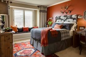 ... Kids' bedroom adds vivid color in the form of orange accent wall and  accent fabrics
