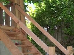 Dazu schrauben heimwerker zwei bretter zu einem dreieck zusammen und setzen sie auf pfähle. Holztreppe Selber Bauen Fur Garten Und Terrasse Heimwerker De