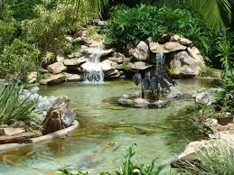 Resultado de imagem para jardins com cascatas de agua