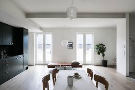 Een Intens Zwarte Keuken In Een Wit Interieur Roomed