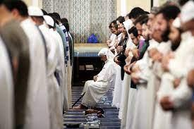 """الكويت: """"الأوقاف"""" تتراجع عن منع النساء من صلاة التراويح في المساجد"""