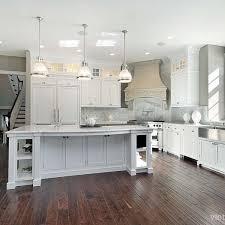 white shaker kitchen cabinets. Captivant White Shaker Kitchen Cabinets Dark Wood Floors A59ff231157c