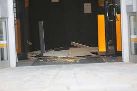 Trittschall entsteht durch das gehen auf einem fußboden oder andere begebenheiten, wie einer vibrierenden waschmaschine. Selb Selb Unbekannte Sprengen Geldautomaten Fahndung Mit Hubschrauber Selb Frankenpost