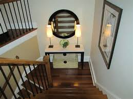 inexpensive bedroom decorating ideas stairway wall