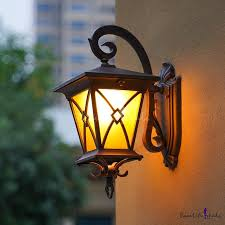 curving outdoor wall lighting fixture