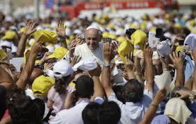 Papa tra la folla