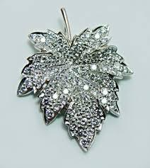 1 5ct pave diamond maple leaf pendant