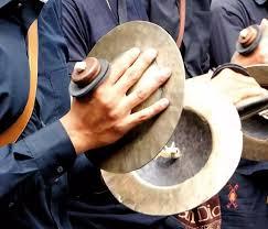 Ada beberapa daerah tempat pembuatan alat musik ini, yaitu citamiang, pasirmukti anggota tubuh bernama bibir menjadi intrumen memainkan alat musik karinding, yaitu dengan disimpan di bibir, terus tepuk bagian. Alat Musik Tradisional Indonesia Dari Sabang Sampai Merauke