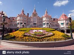 Der Haupteingang Zum Disney Land Paris Mit Einer