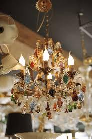 lampadario in ferro battuto con frutta in vetro di murano