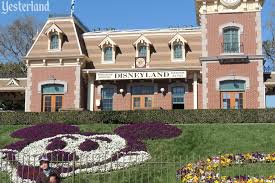 essay on disneyland essay on disneyland essay dhi complimentary material a r tic date alex in wanderland informative essay disneyland