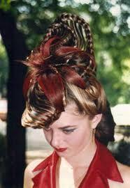 Порой найти хорошего парикмахера гораздо сложнее чем удачно выйти  Шиньоны парики и накладки различных видов и фасонов могут быть полезны тем кто мечтает преобразиться за короткое время или же решить проблемы с волосами