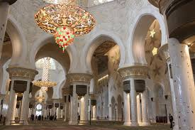 biggest chandelier above the world s largest carpet inside the mosque it s crazy isn t it just the numbers themselves are pretty impressive