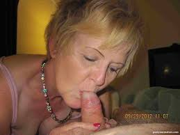 Mature woman blow jobs and sex