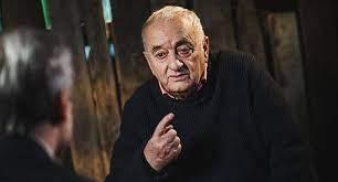 Известный художник, сценарист, режиссер и скульптор, основатель тбилисского театра марионеток (1981 год). Vwob4fj 7v6yom