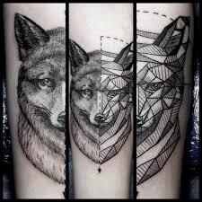 фото тату волка в стиле геометрия на предплечье парня фото