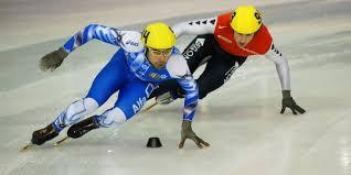 Коньковые виды спорта sports record ru Олимпийские и мировые  Коньковые виды спорта Прохождение поворота в шорт треке