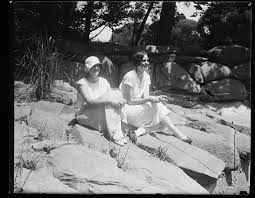 Rock Creek Park. Mildred Crosby, left, and Mary Happer, right]   Library of  Congress