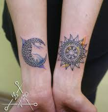 татуировка на предплечье у девушки луна и солнце фото рисунки