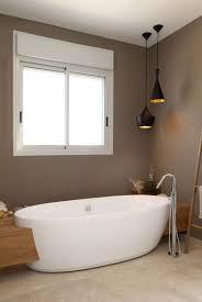 Badezimmer In Braun Und Beige Und Freistehende Badewanne Bathrooms