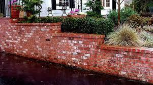 rich masonry veneer retaining wall