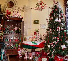 ... Gorgeous Ideas For Your Interior Christmas Decorating Themes : Adorable Decorating  Christmas Tree Theme Using Red