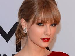get taylor swift s iconic beauty look in 3 steps