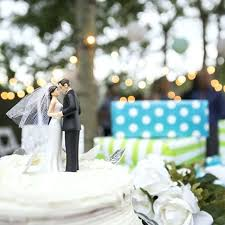 wedding gift ideas for couple bride and groom cake topper unique older living together wedding gift ideas for couple