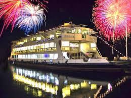 Risultati immagini per fuochi d'artificio al lago maggiore