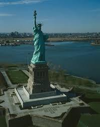 Рассказ о статуе Свободы Всем известная статуя Свободы расположена в Нью Йорке